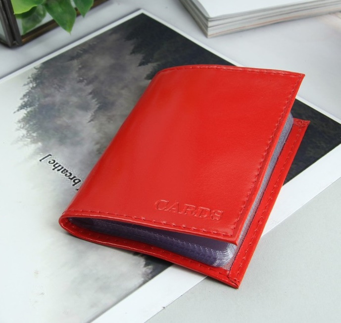 Визитница на 18 визиток, вертикальная, красная